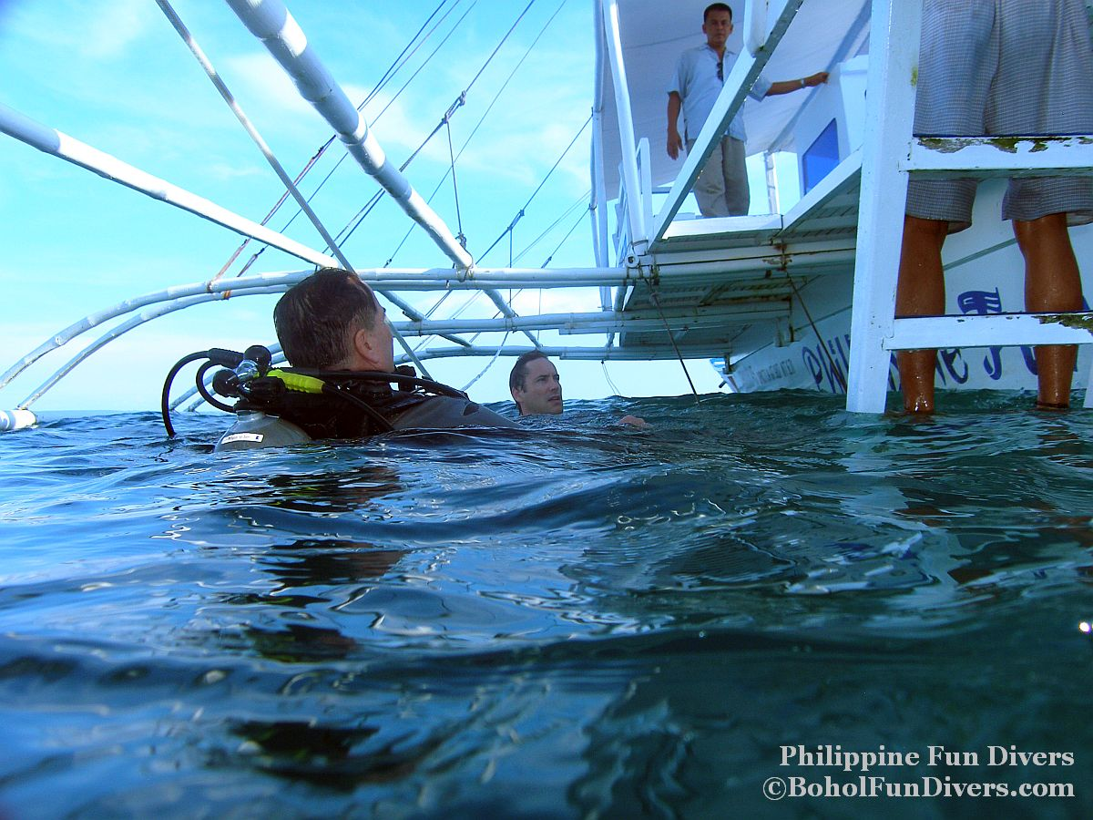 Philippine Fun Divers - Divers Alona Beach Panglao Bohol Holger and Ambassador to Australia Rod Smith