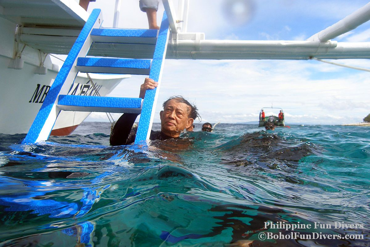 Philippine Fun Divers - Divers Alona Beach Panglao Bohol President Ramos 8
