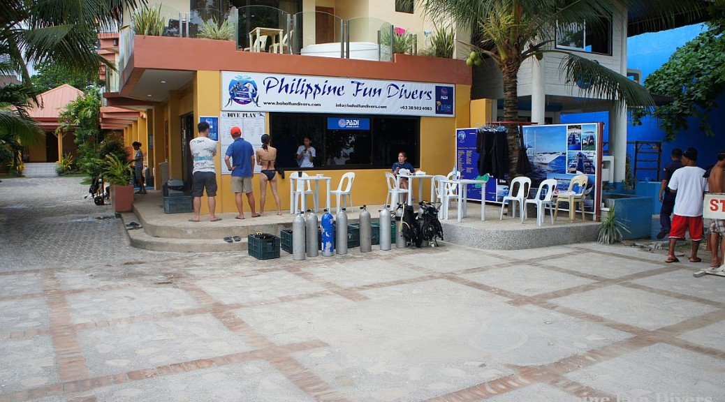 Philippine Fun Divers - Divers Alona Beach Panglao Bohol getting ready for fun diving
