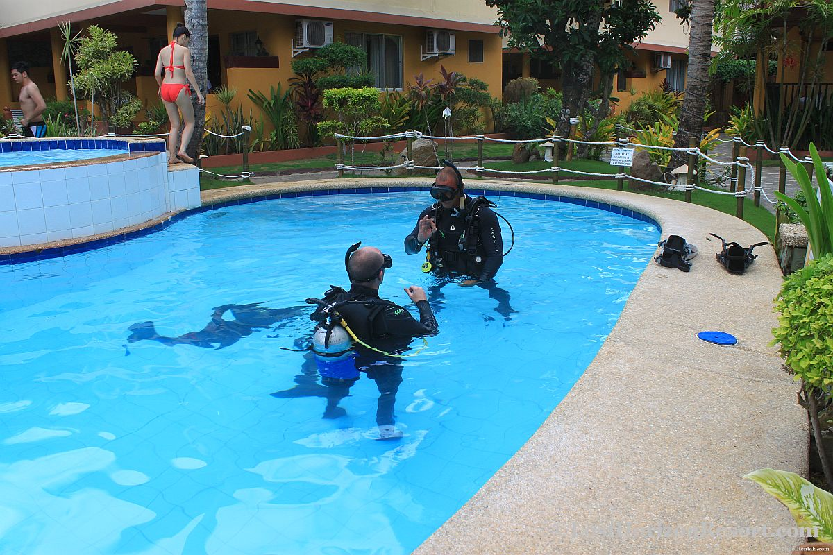 PADI Pool Training Session